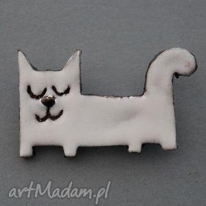 leniuszek-broszka ceramiczna - minimalizm, biały, prezent, kolekcjoner, wielbiciel