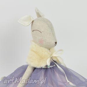 pomysł na święta upominki Szara sarenka w niebiesko - fioletowej sukience,