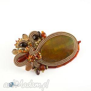 brązowa sutaszowa broszka z pomarańczowymi akcentami, broszka, przypinka, sutasz