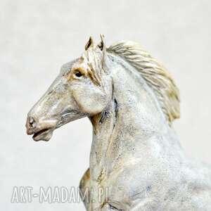 dekoracje rzeźba konia r biały koń, ceramika na prezent, rękodzieło