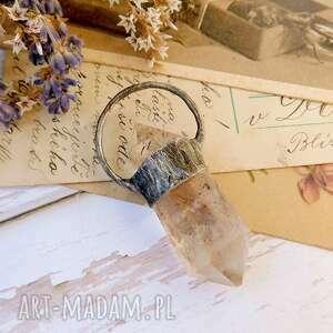 kryształ z drobinkami, górski, obelisk, prezent dla niej