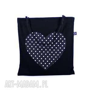 czarna eko torba bawełniana na zakupy z czarnym sercem w białe kropki