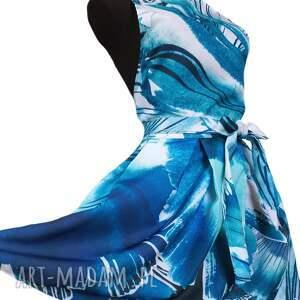 fartuch jak sukienka w różnych odcieniach koloru niebieskiego, kuchenny