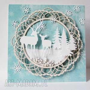 świąteczne prezenty W śniegu, zima, święta, życzenia