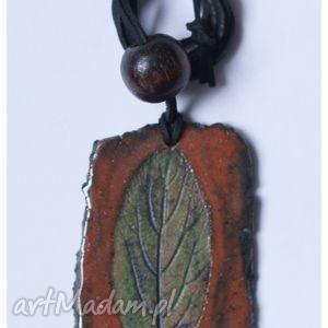 handmade wisiorki wisior ceramiczny z zielonym liściem