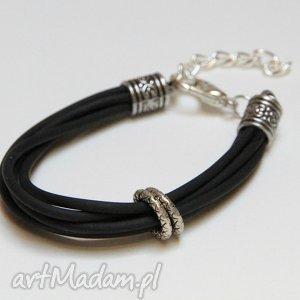 mania design czarna bransoletka z linek kauczukowych elementami metalowymi, prezent