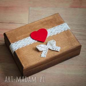 ślub pudełko na obrączki z czerwonymi dodatkami, drewno, koronka, pudełko