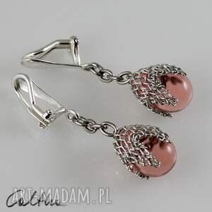 Różowe w siateczce klipsy, wiszące, krople, szklane, łezki, siateczka