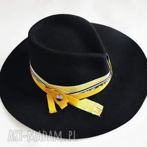 czarna fedora, kapelusz, czarny