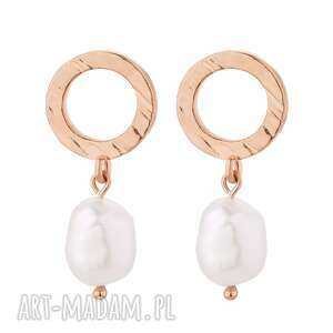 kolczyki z różowego złota z nieregularnymi perłami