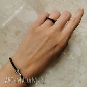 komplet biżuterii składający się z bransoletki i pierścionka - krzyżyk