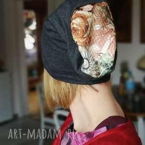 mała dzianinowa szara czapka z kwiatami - czapka, dzianina, etno, rower, kolorowa