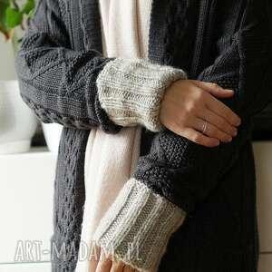 szaro-beżowe rękawki, mitenki, dziergane, prezent, mikołajkowy