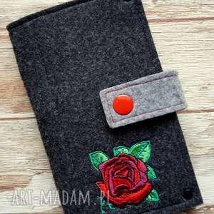 Prezent Filcowe etui na telefon - róża, smartfon, pokrowiec, kwiat, prezent, haft