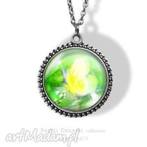 medalion, naszyjnik - Żółty motyl - łąka, kwiaty - naszyjnik, medalion
