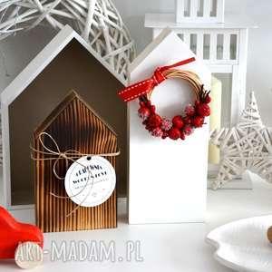 pomysł na prezent 2 domki z wiankiem, wianek, dom, domki, drewniane, drewno, choinka