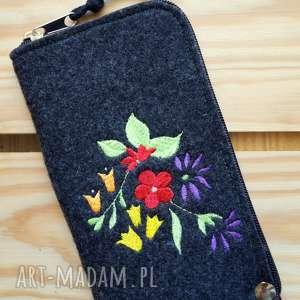 handmade etui filcowe na telefon - kwiatki