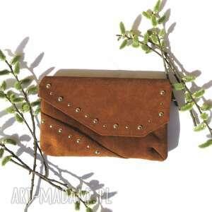 kopertówka zamszowa z biglami brazowa, wizytowa torebka, torebka