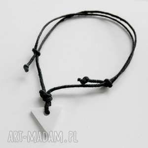 TRÓJKĄT bransoletka, tworzywo, sznurek, trójkat