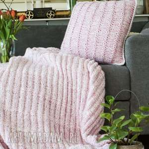 Koc i poduszka komplet w kolorze różu koce narzuty woolbyme koc