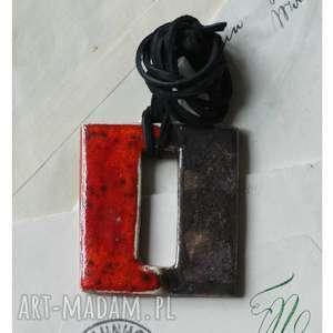 Czerwono-czarny kwadrat, ceramika, wisior