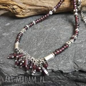 naszyjnik srebrny z granatami, metaloplastyka, srebro oksydowane, biżuteria