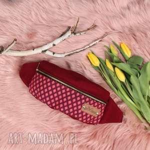 wiśniowa nerka z wzorem mini torebka, nerka, saszetka, bananka, mała torebka