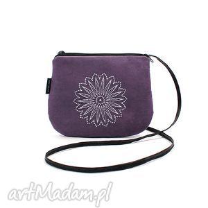 hand-made mini mała wyszywana torebka damska fioletowa z białym haftem