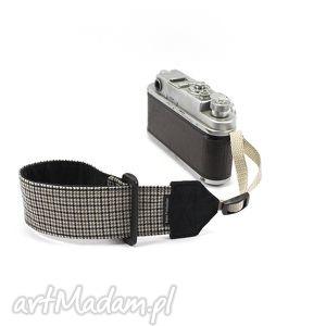 pasek nadgarstkowy wrist strap dla fotografa reportera, fotograf, camera, aparat