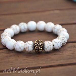 białe kamienie ze złotą przekładką, howlit, biały, kamienie, nowość, modna