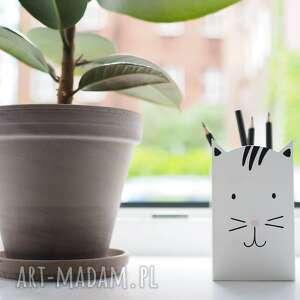 anamarko mały biały kot - pojemnik na kredki ołówki długopisy, kot
