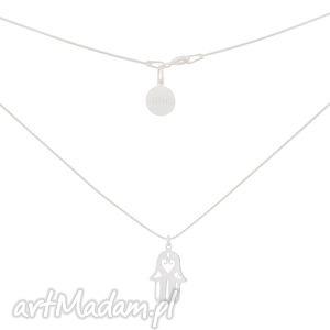 srebrny łańcuszkowy naszyjnik łańcuszek z ręką fatimy symbol