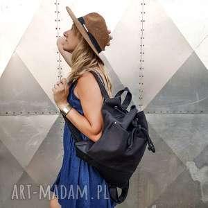 czarny klasyczny plecak, plecak czarny, wodoodporny