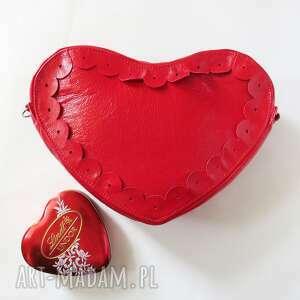 skórzana torebka bransoletka w kształcie serduszka, bransoletka, prezent, skóra