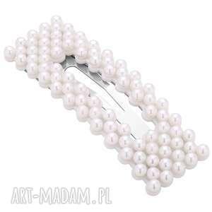 prostokątna spinka z białymi perłami, spinka, perły, upięcie, włosy, fryzura
