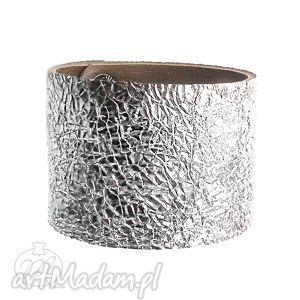 bransoleta skórzana jak folia aluminiowa, folia, srebrna, skórzana