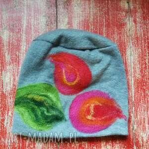 czapki czapka handmade wełniana z kwiatem-czesanką filcowane wełniane