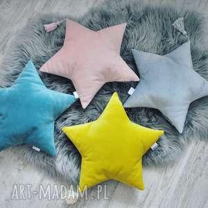 Welurowa poduszka gwiazdka z chwostem pokoik dziecka szyjatkowo