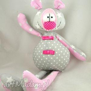 handmade maskotki szyta przytulanka - miś franek różowo szary.