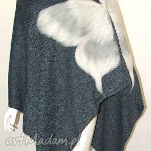 poncho ponczo z motylkiem wełną malowane, motyle, dzianina, wełna, filcowanie, motyw