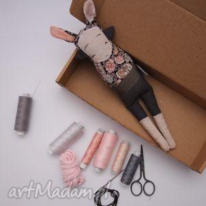 mimi monster siostra szi różyczka - lalka zabawka hand made, owieczka, zajączek