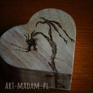 smocze serce - drewniane pudełko w kształcie serca, drobiazg