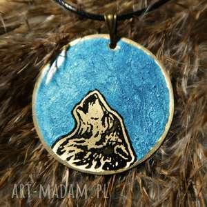 Turkusowy Księżyc i Wilk - wisior z malowanego mosiądzu żywicy, wilk, wilki