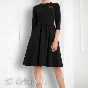 Sukienka rozkloszowana z różą czarna , sukienka, czarna, rozkloszowa, elagancka