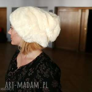 Czapka futrzana zimowa ciepła długa handmade kolor ecru czapki