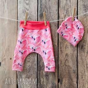 hand-made komplet niemowlęcy - spodenki i czapeczka flamingi