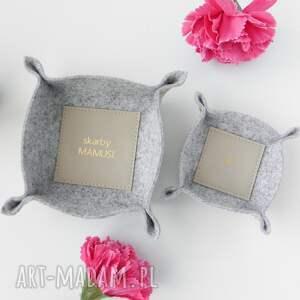 zestaw dwóch filcowych organizerów koszyczków na biżuterię i drobiazgi prezent