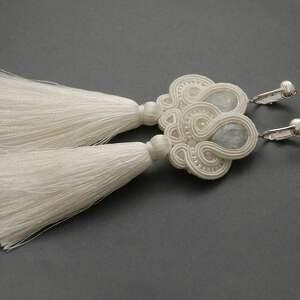 białe kolczyki sutasz z chwostami, ślub, ślubne, sznurek, delikatne, eleganckie