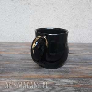 handmade ceramika kubek czarny ze złotą aplikacją