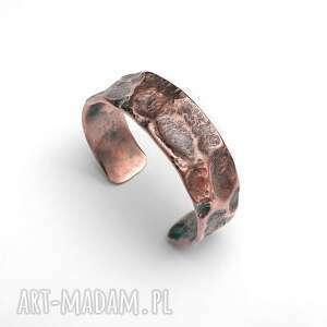 handmade bransoleta ręcznie wykuta z kawałka rury miedzianej